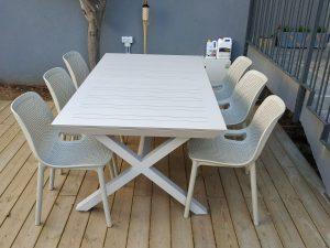 0421 שולחן  100 % אלומיניום רגלי X כולל 6 כיסאות צבעוניים