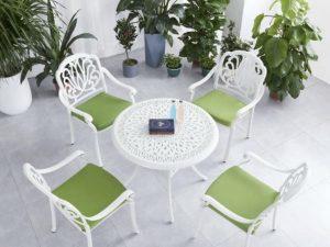 0442 שולחן קוטר 90 כולל 4 כיסאות בעיצוב מפורזל