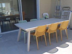 0402 Spread 216-300 כולל 6 כיסאות צבעוניים