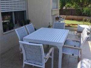 0439 שולחן 100 % אלומיניום כולל 4 כיסאות מרופדים