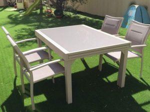 0431 שולחן נפתח 140-280 מאלומיניום וזכוכית + 4 כיסאות מרופדים