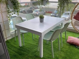 0420 שולחן נפתח 100 אלומיניום כולל 4 כיסאות צבעוניים
